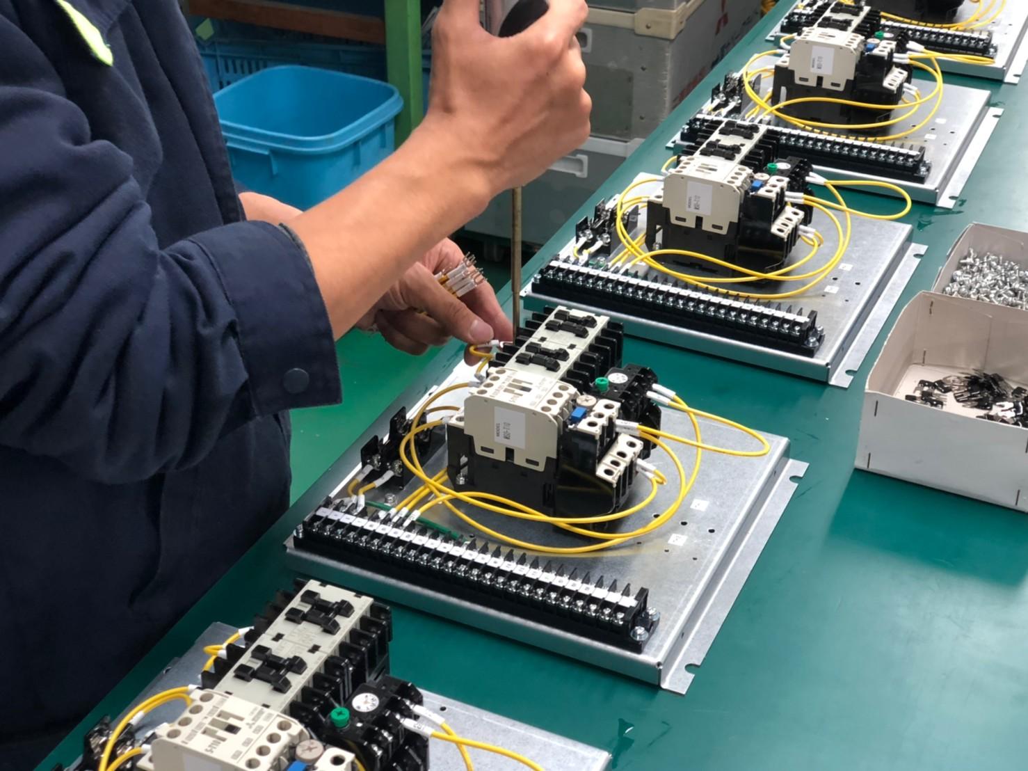 【OEM】制御機器を組み立てる力