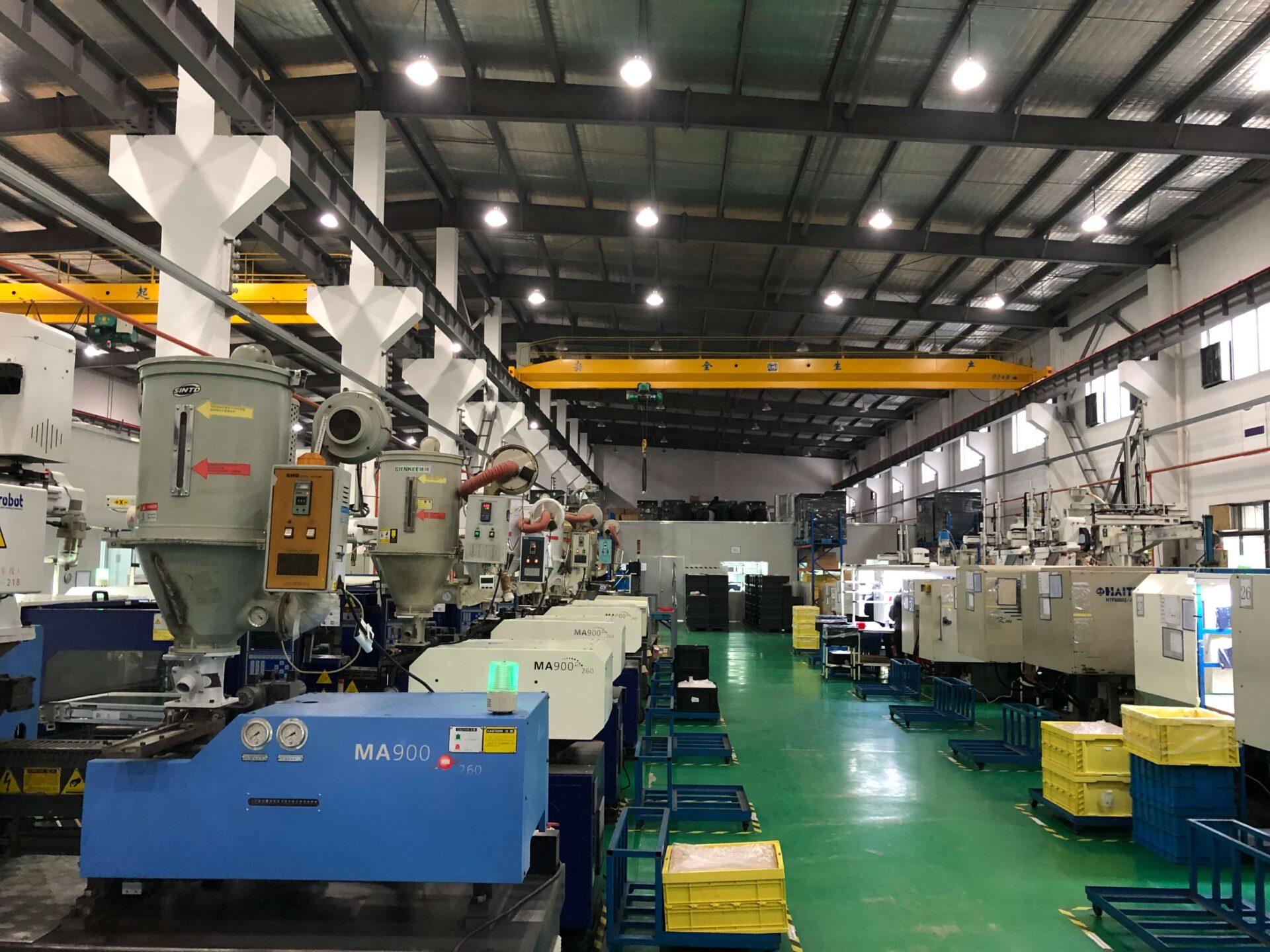 工場内の全景