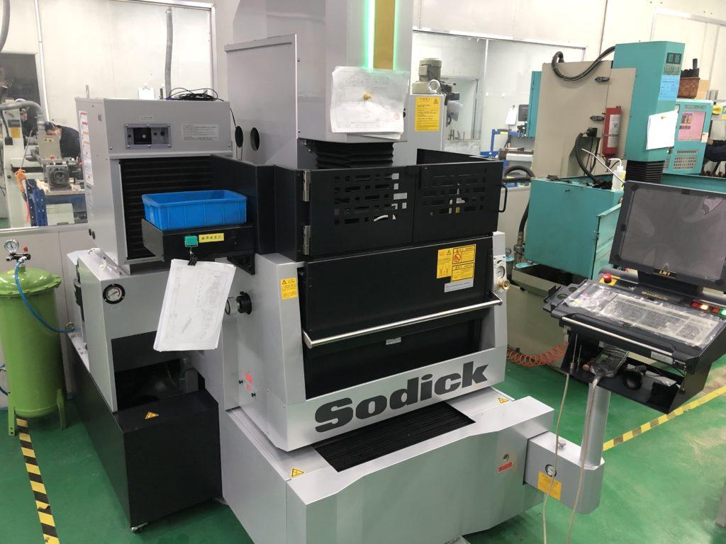 最新鋭 日本製 SODICの高速形彫り放電加工機